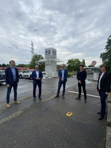 V.L.n.R.: Olaf Bender (Urban Mobility Innovation), Bürgermeister Adnan Shaik (Stadt Eschborn) , Sebastian Herter (Smart City system), Philipp Altinsoy (FRAU-AUS), Heike Mühlhans, Geschäftsführerin ivm GmbH Bildquelle: Stadt Eschborn