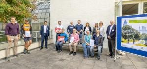 Die Gewinner von Stadtradeln und Schulradeln freuen sich über ihre Erfolge. Bild: Stadt Frankfurt am Main/ Eckhard Krumpholz